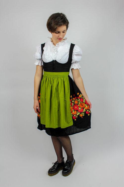 Kleid schwarz grüne Schürze