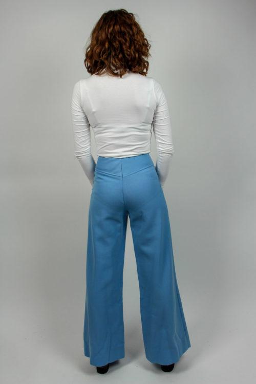 blaue Hose mit Schlag