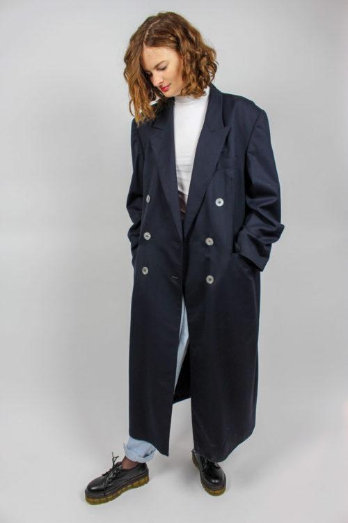 blauer Mantel doppelte Knopfleiste