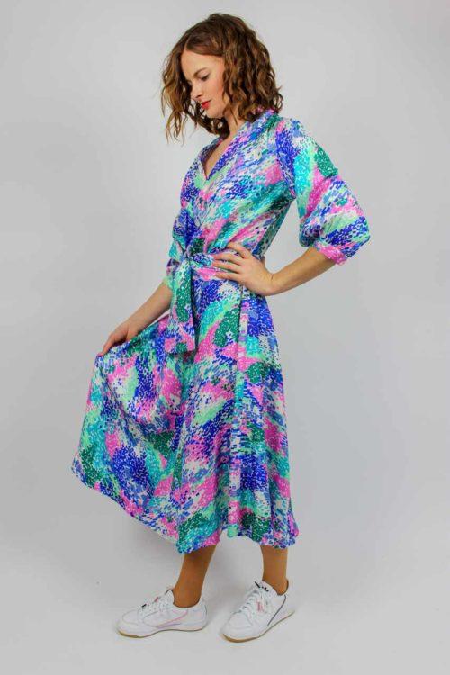 blaues Kleid grünes Muster