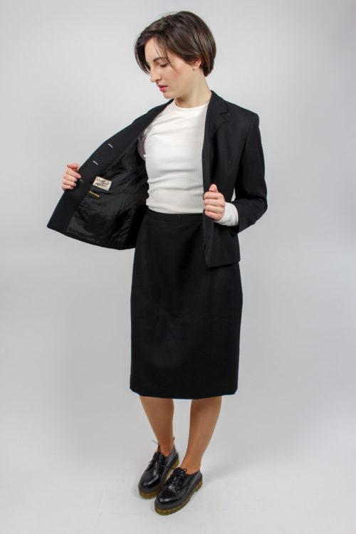 schwarzes Kostüm Secondhand