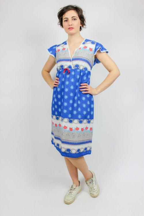 Blaues Kleid weißes Muster