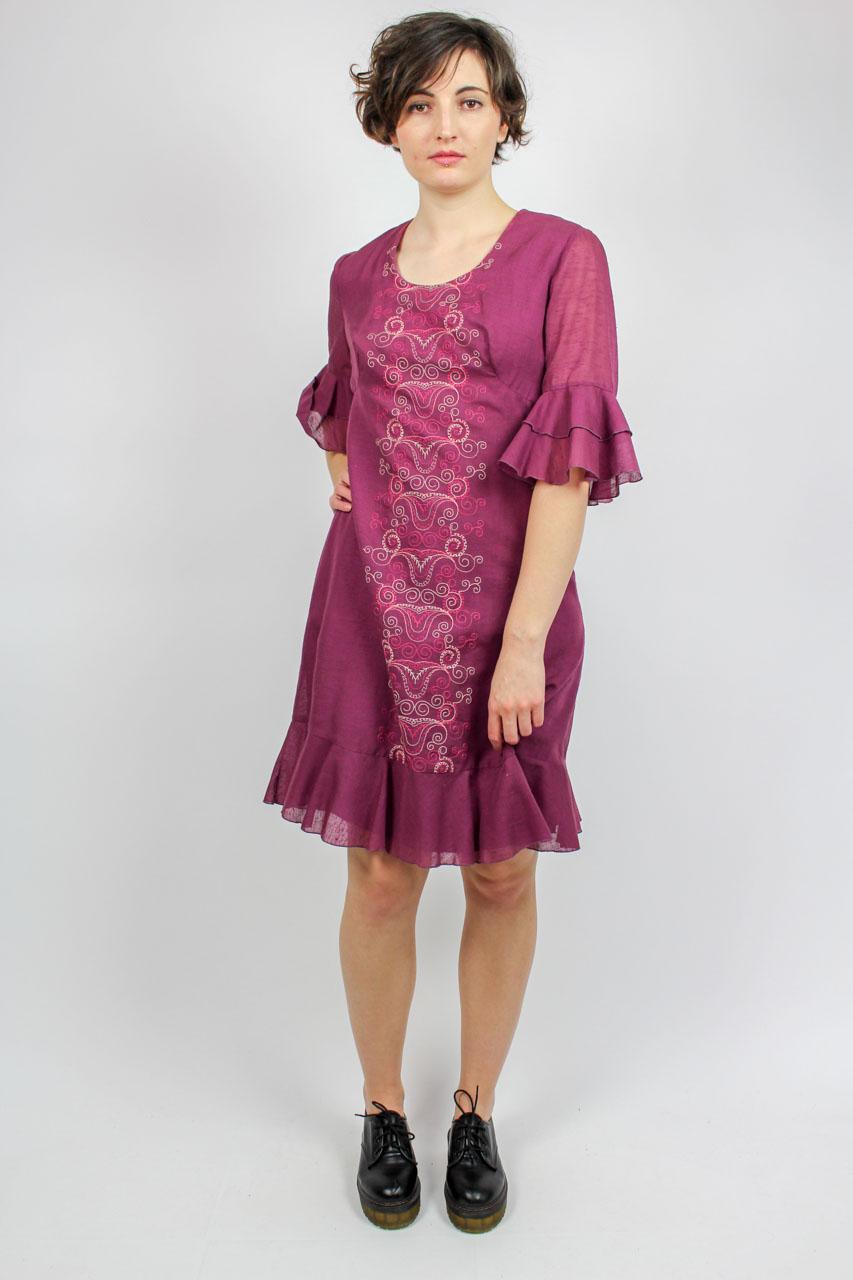 5687a52459df9 Kleid mit Stickerei. Rüschenkleid lila Secondhand