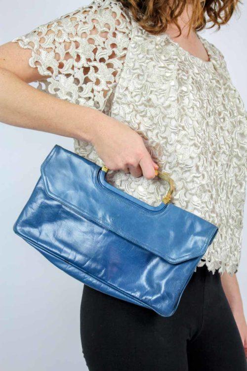 Tasche blau goldfarbener Henkel