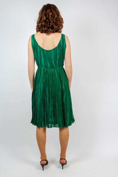 grünes Kleid ärmellos