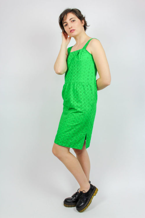 grünes Kleid breite Träger