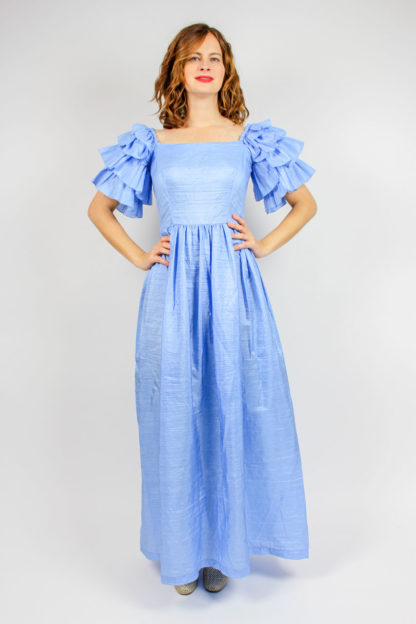 Blaues Kleid Volant