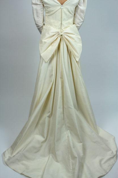 Brautkleid mit abnehmbarer Schleppe