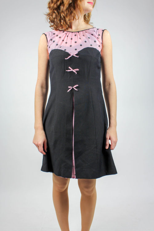 schwarzes Kleid kurzarm
