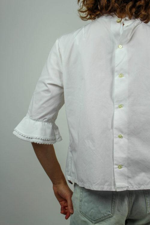 weiße Bluse Lochmuster