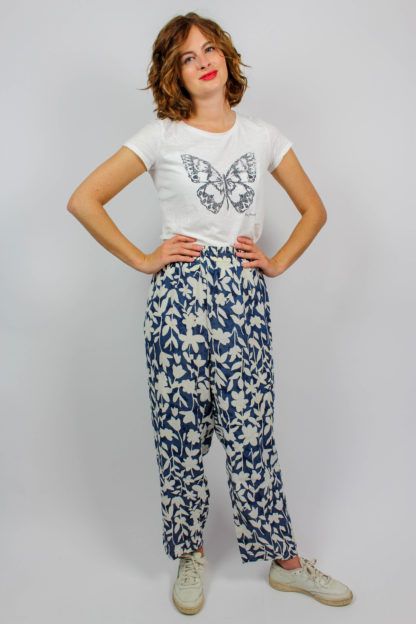 Hose blau weiße Blumen