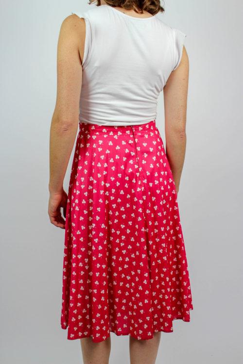 Midirock pink weiße Blusen