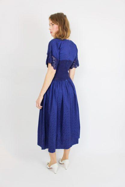 Blaues Kurzarmkleid